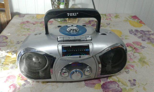 Магнитофон кассетный с радио.