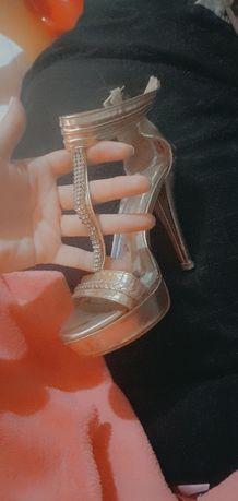 Sandalias altas douradas