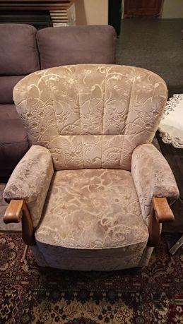 Sofa, fotele w dobrym stanie