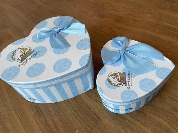 2 pudełka na prezent w kształcie serca