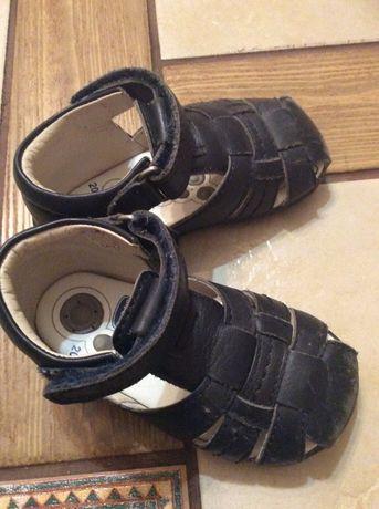 Шкіряні сандалі chicco 20 розмір
