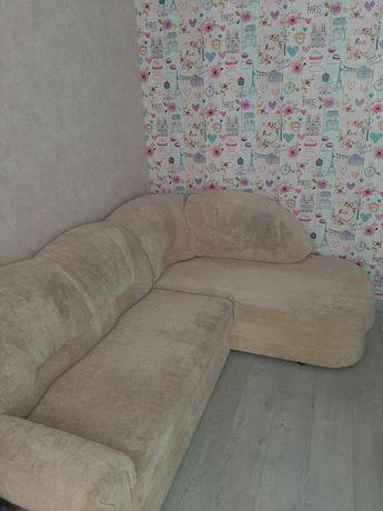 Продам кутовий диван. В гарному стані.