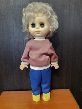 Голубоглазая кукла с косичкой, родом из СССР, большая.