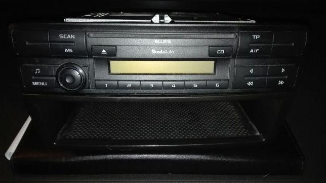 Sprzedam radio BLUES + schowek.