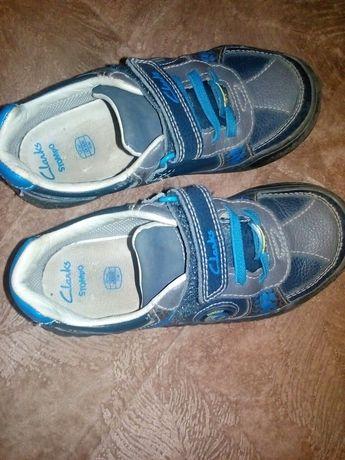 Продам кроссовки для мальчика ,стелька  18 см,отличное состояние  18