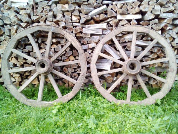 Старі колеса від воза