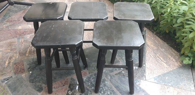 5 drewnianych stołków