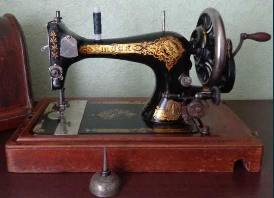 Швейная машинка Singer + футляр + запчасти