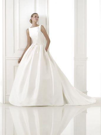 Suknia ślubna Pronovias model Barcaza