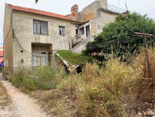 Terreno urbanos de 1.516 m2 - Perto da praia - Parede - C...