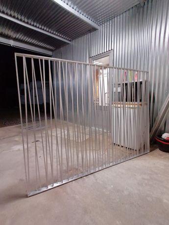 Bionbo em alumínio com suportes de regular em altura até 3 metros.