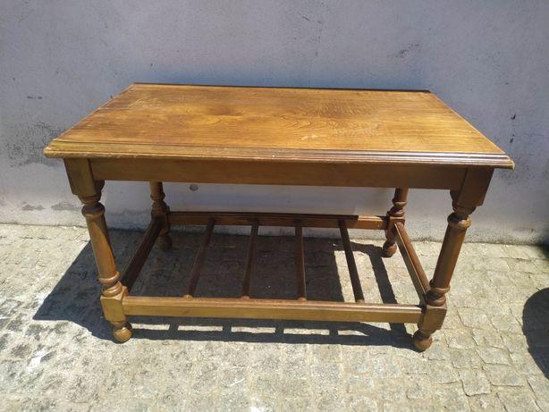 Mesas de centro antigas em madeira