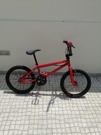 Bicicleta BMX Vermelha