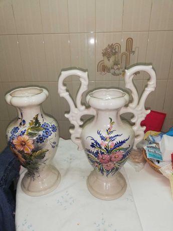 1 ânfora, e uma jarra em loiça em excelente estado de conservação,