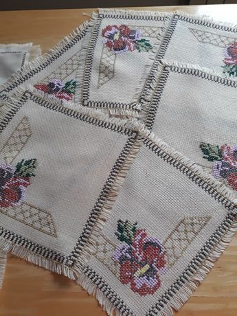 Ręcznie  haftowane serwetki.