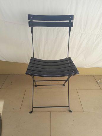 Cadeira preta de exterior/interior