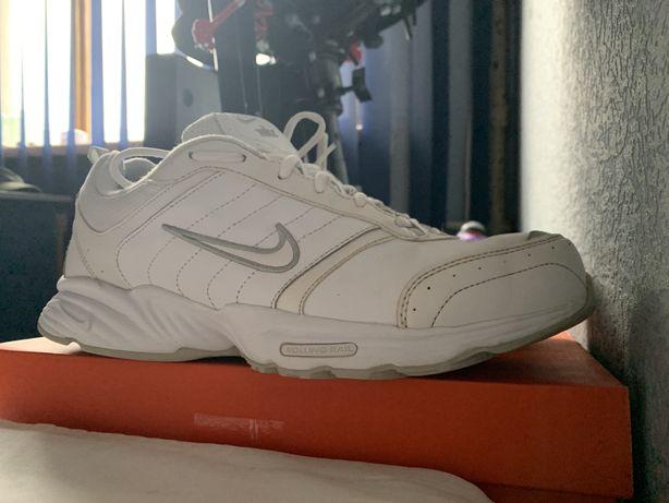 Кроссовки кожаные Найк Nike белые мужские 43-44