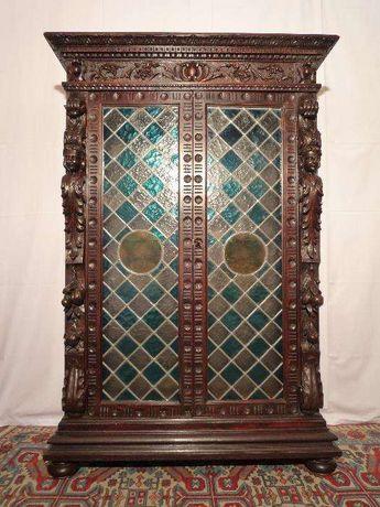 Armário Antigo com Portas em Vitral