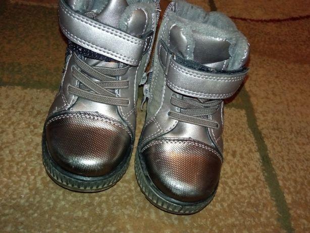 Зимові тепленькі ботиночки на дівчинку