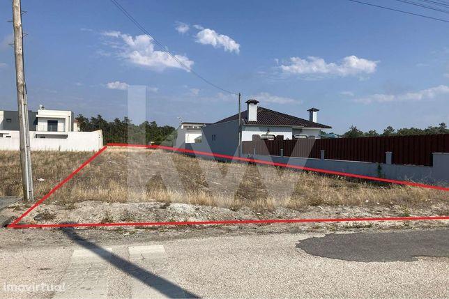 Venda: Terreno urbano para construção de moradia unifamiliar isolada -