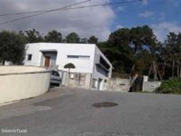 Oferta da escritura. Moradia T3 em Lordelo - Guimarães.