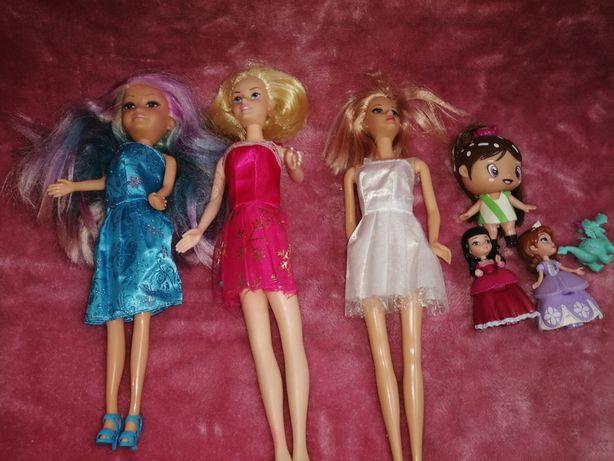 Różne lalki używane