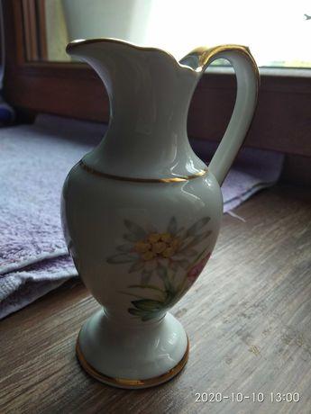 Dzbanuszek porcelanowy
