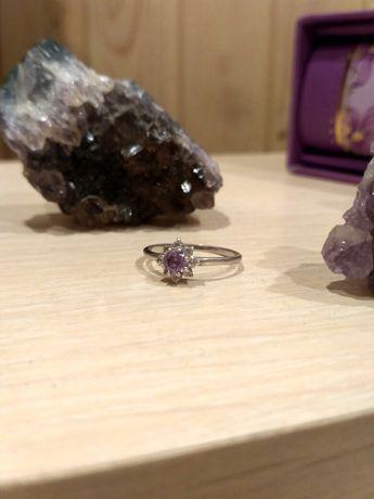 Кольцо серебро с фиолетовым цирконием