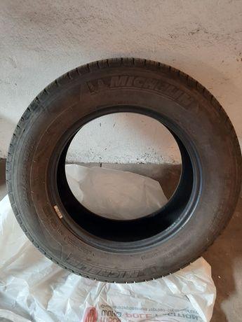 Продам летнюю резину б/у Michelin R 16/225-65.