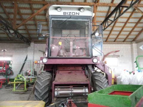 Kombajn zbożowy Bizon, rok produkcji 1986 z kabiną Naglak z 2015