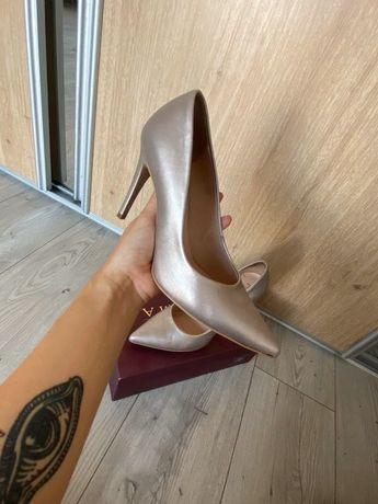 Buty na obcasie Ryłko szpilki złote