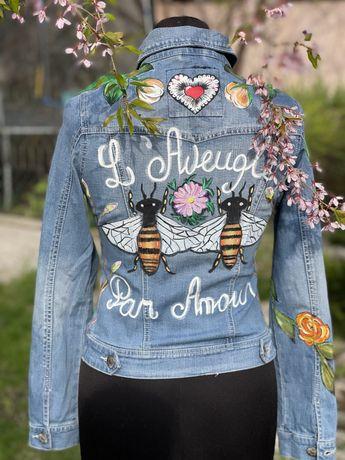 Джинсовая куртка с ручной росписью в стиле Gucci