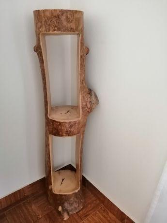 Estante vintage, feita de tronco