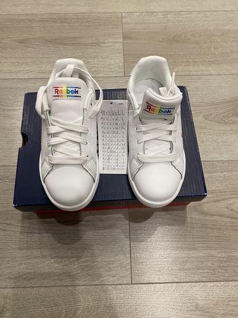 Продам кроссовки детские Reebok
