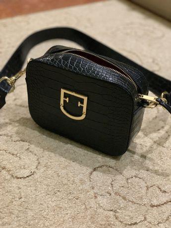Красивая и стильная женская кросс-боди сумка