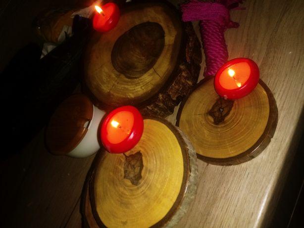 Rustykalne Podstawki na stół z orzecha włoskiego. Plastry drewna.