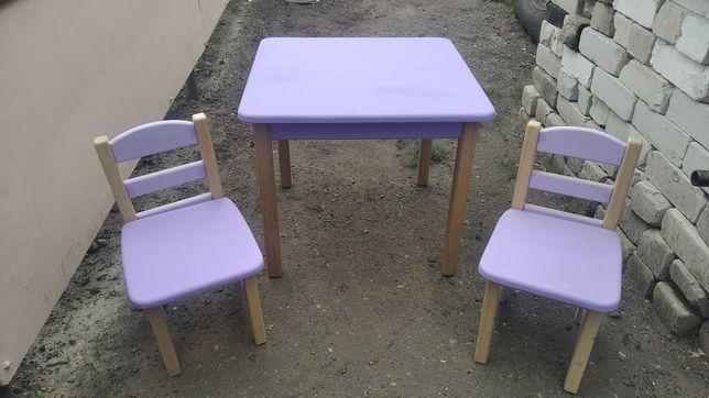 Столик и стульчики.