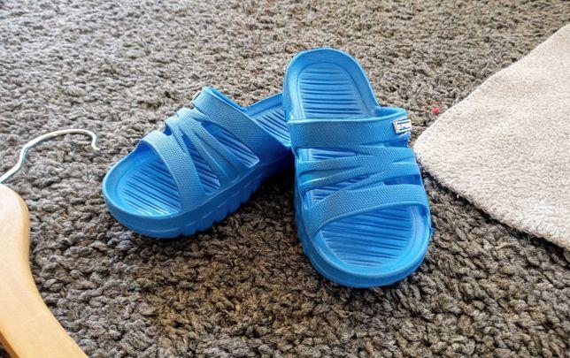 Klapki na basen, sandałki, rozmiar 22