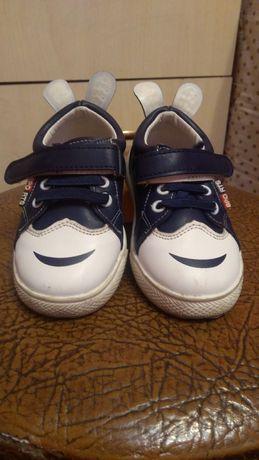 Дитяча обувка мого сина