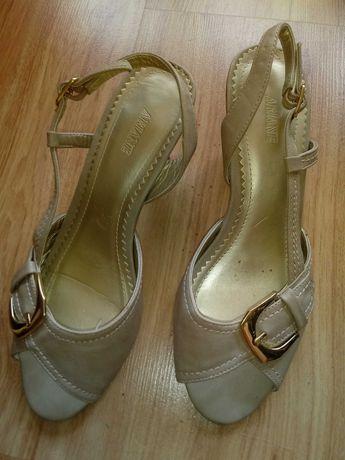 Buty sandalki bezowe na obcasie 38