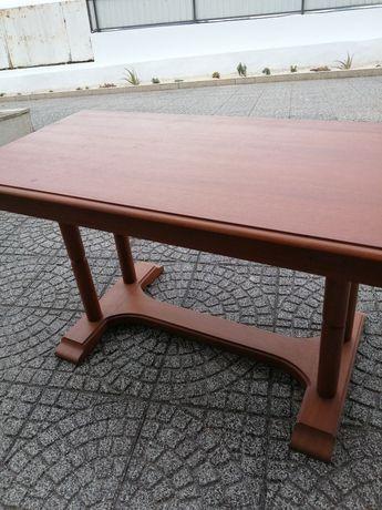 Vendo ,mesa em madeira