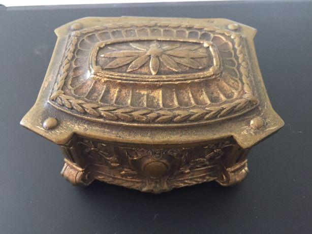 Caixa guarda joias em Bronze