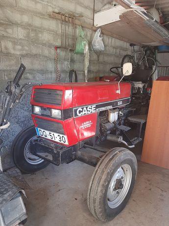 Trator Case International 533 Alfaias, 5 peças total.