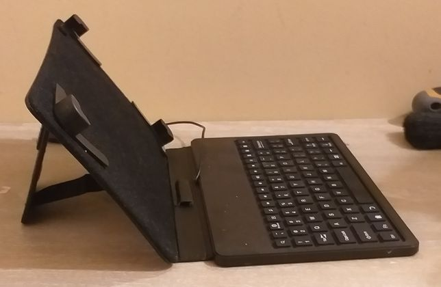 """Capa com teclado para tablet 7"""""""