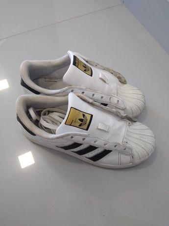 Ténis Adidas e Merrell, botas, sapatos e sapatilhas de Ginástica