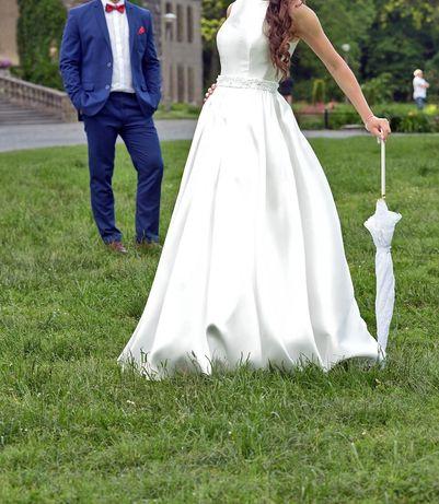 Suknia ślubna mikado rozmiar 32/34, guziki, bolerko, tren