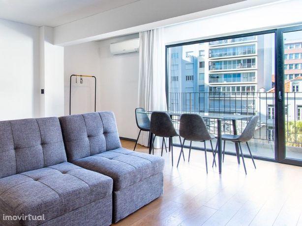 Apartamento T0 com Varanda para Arrendamento nas Avenidas...