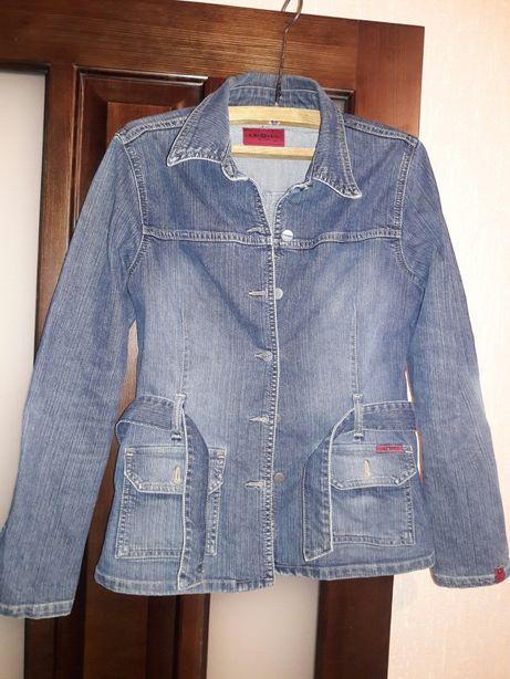 Продам женскую джинсовую куртку, размер М