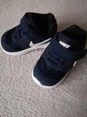 Buty dziecięce Nike rozm. 18,5