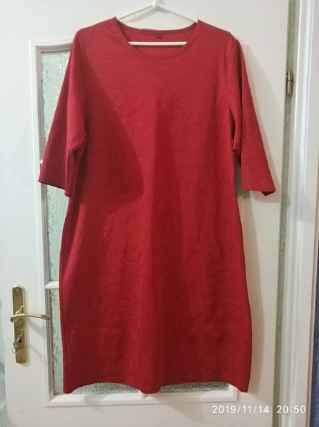 R.52 piękna czerwona prosta sukienka